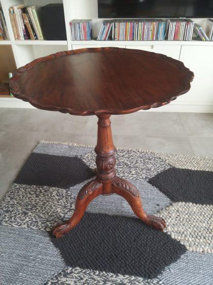 שולחן עתיק
