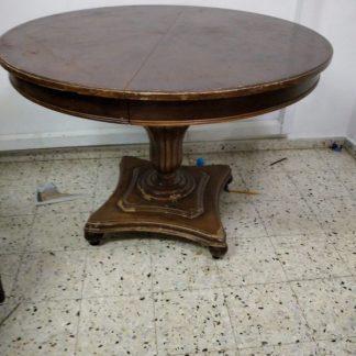 שולחן עתיק נפתח