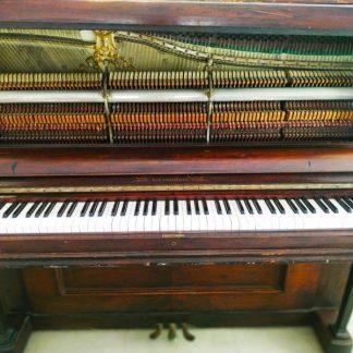פסנתר בן 130 משופץ ומנגן