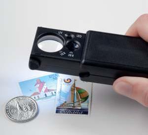 זכוכית מגדלת נשלפת עם תאורת LED ו2 עדשות - הגדלה x10 וx30, כולל תאורת UV לבדיקת שטרות ובולים
